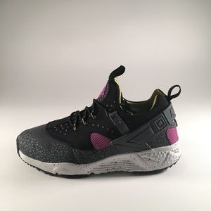 0538300d032 italy nike air huarache black men aa674 11396  where can i buy nike shoes  mens nike air huarache utility premium cactus 47287 56340